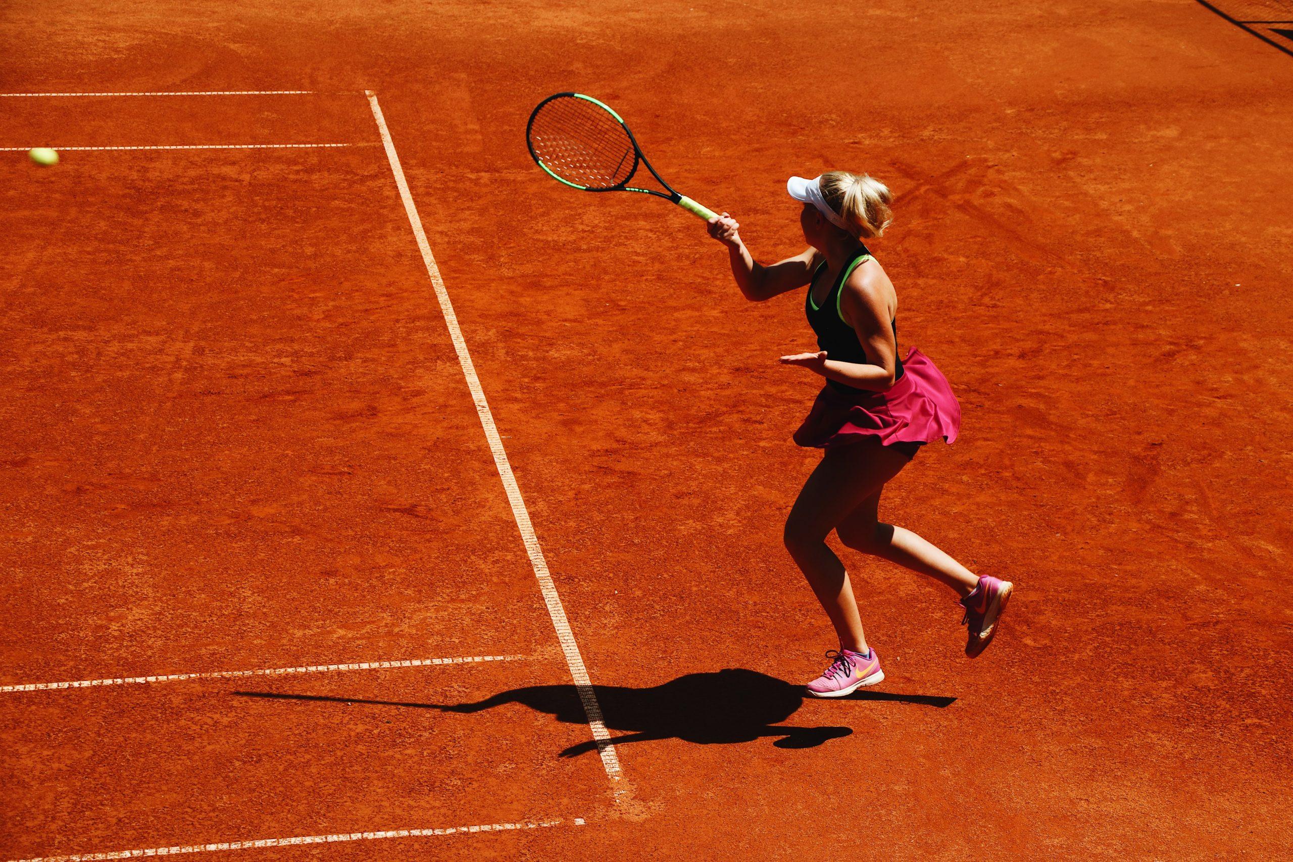 une tenniswoman jour au tennis